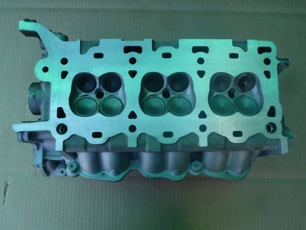 Cylinder head Ford 3 0 Liter 24 Valve V6 NA Side Gas Aluminum AC137C5 on 2000 lincoln ls v6 engine